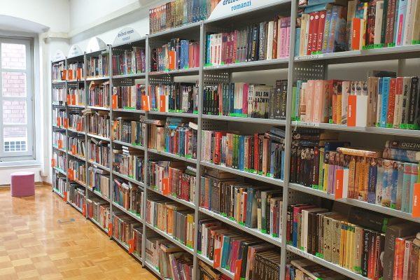 OBVESTILO: Kljub prehodu v rdečo fazo omogočamo prost dostop do knjižnih polic