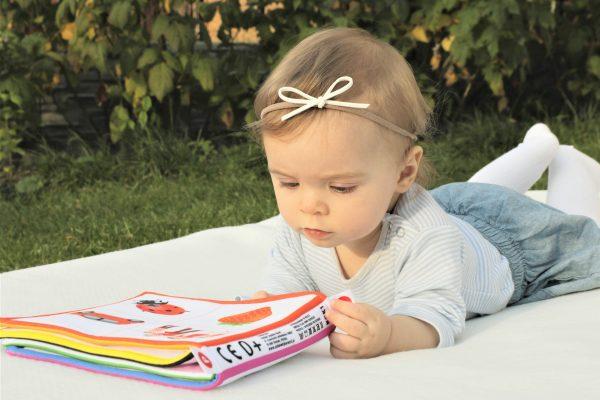 TEDEN OTROKA: Zazibajmo se v pravljični svet prvih knjig za dojenčke